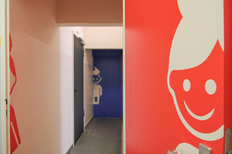 Alte Schule U2013 Neue Farbe   Botschaffft   Ständige Vertretung Für Gutes  Design